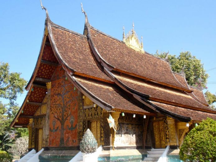 Ver mural del árbol de la vida Wat Xieng Thong