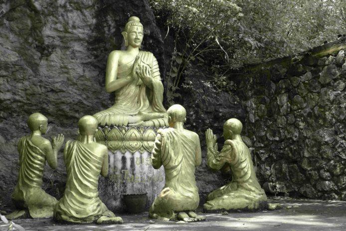 Monte Phosi en Luang Prabang imagen buda