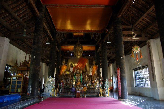 Buda gigante del templo Wat Aham