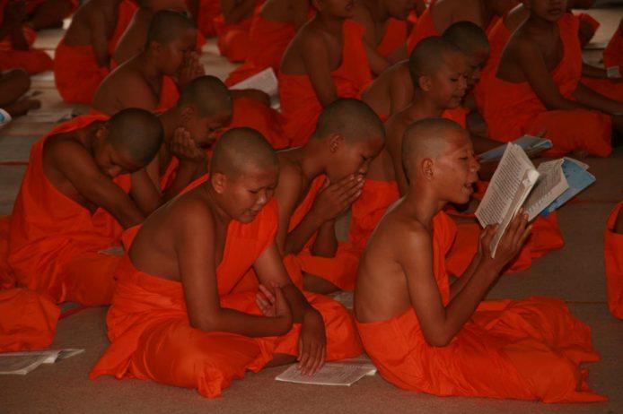Estudios y tareas monjes