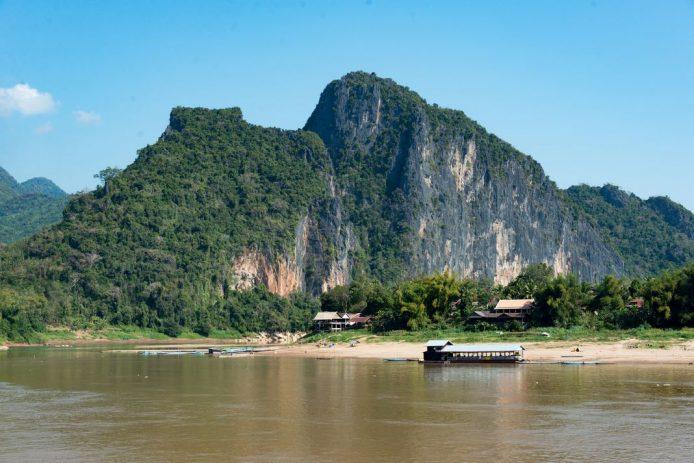 Río Mekong alrededores Cuevas Pak Ou