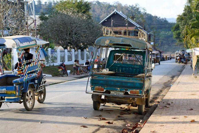 Peligros timos en Laos Tuk tuk
