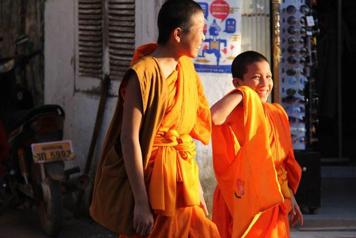 Interactuar con monjes