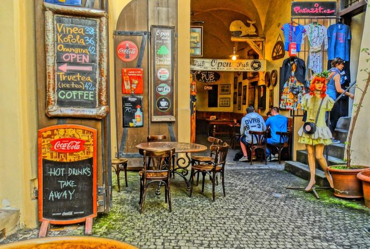 Tomar una cerveceza en Praga
