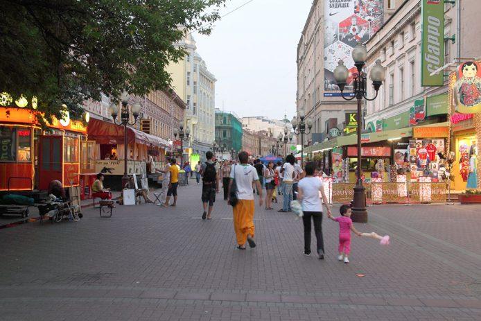 Beber una cerveza en el Bar Kamchatka, en el centro de Moscú