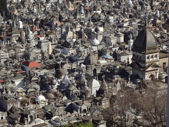 Pasear por el Cementerio de la Recoleta