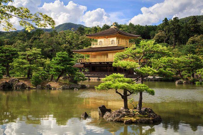 Visita el Pabellón dorado de kioto