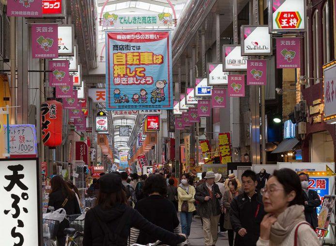 Calle comercial Tenjinbashi-suji de Osaka