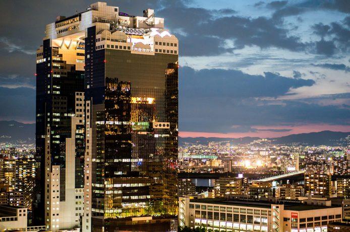 Subir al Umeda Sky Building de Osaka