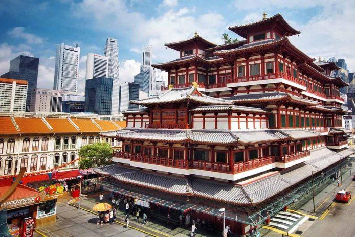 Visita el templo de chinatown en Singapur