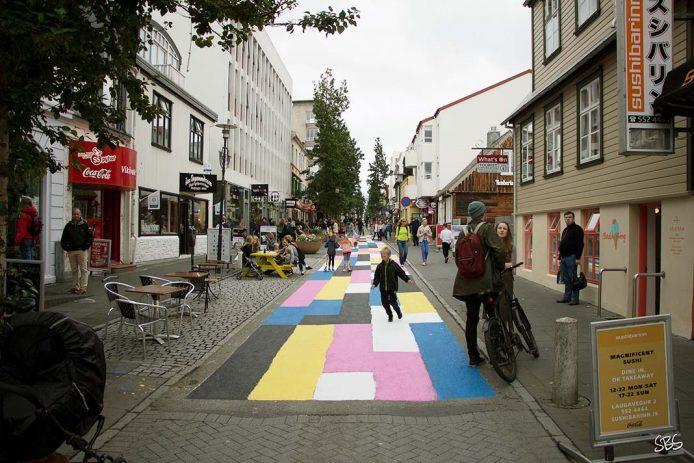 Pasear por la calle Laugavegur de Reykjavik