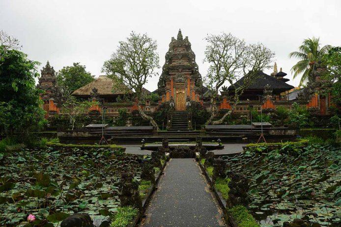 Visitar el palacio de Ubud en Bali