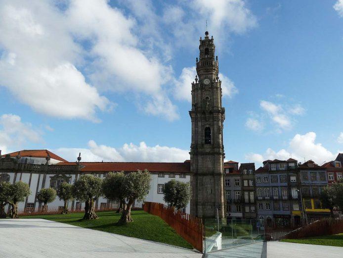 Sube a la torre de los Clérigos de Oporto