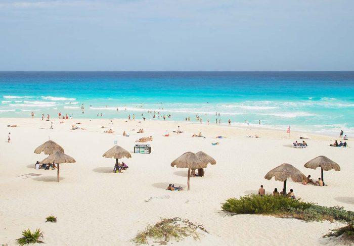 Visitar la Playa Delfines en Cancún