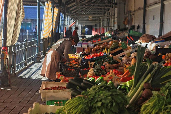 Compra productos típicos en el mercado de Bolhão de Oporto