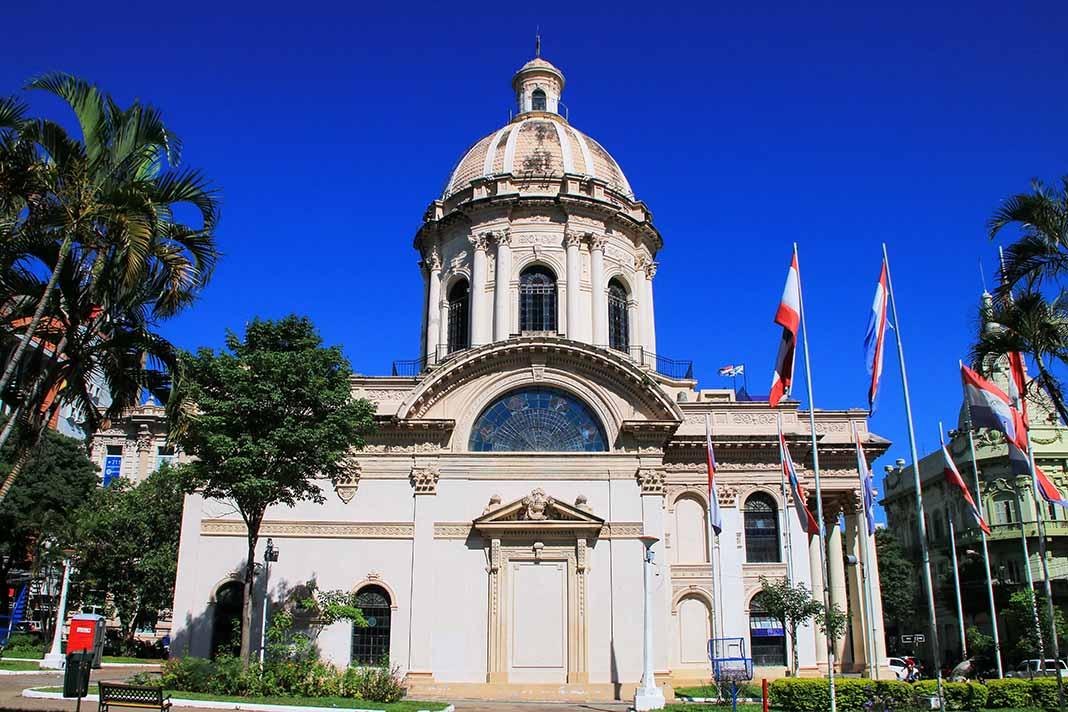Visita el Panteón Nacional de los Héroes en ASunción, Paraguay