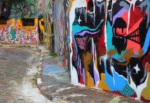 Visualiza arte urbano en el callejón de Batman en Sao Paulo.