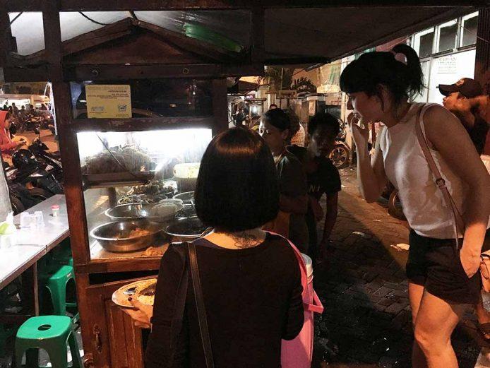 Comer en un warung