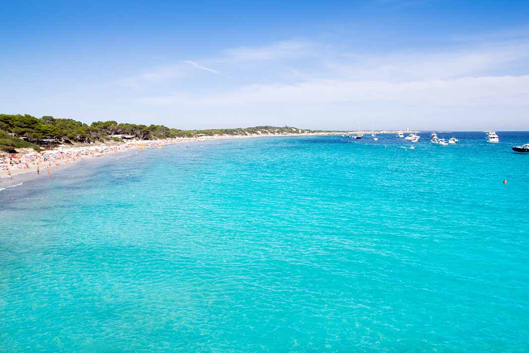 Bañarse en la Playa de Ses Salines, Mallorca