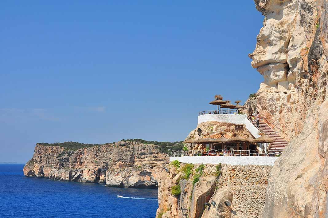 Visitar la Cova d'en Xoroi en Menorca