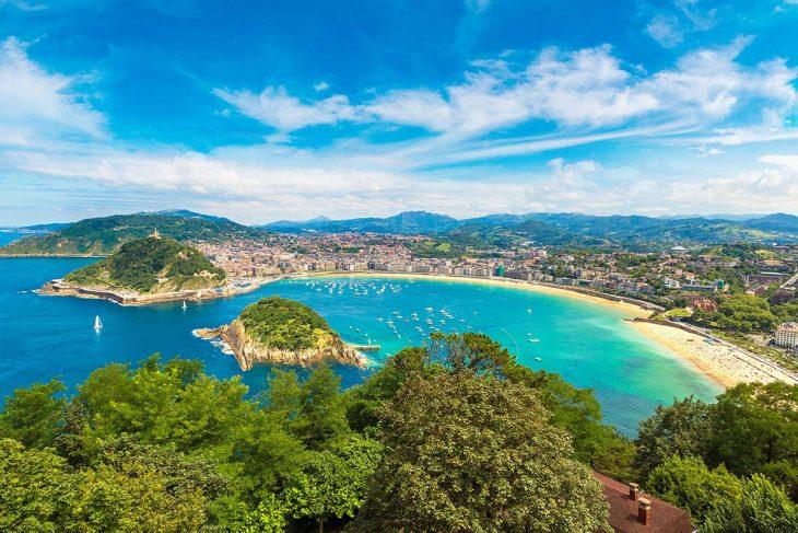 La Concha, la zona con más encanto donde dormir en San Sebastián