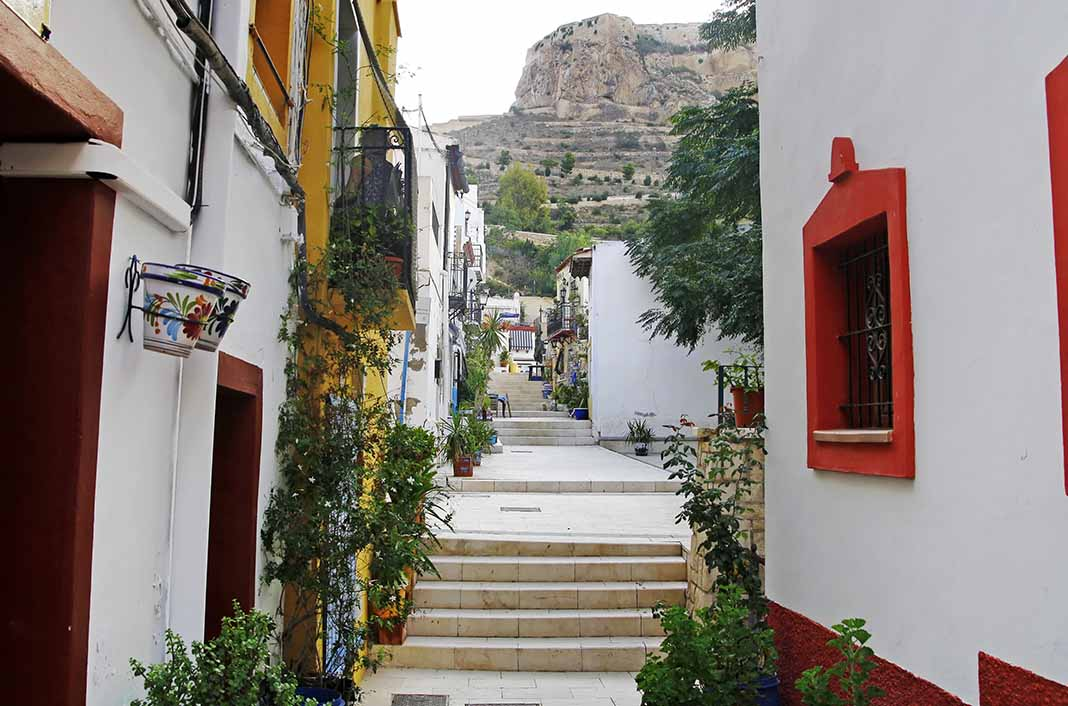 Pasear en Alicante por el Barrio de la Cruz