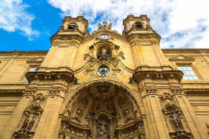 Emocionate con la Basilica Santa Maria. San Sebastián