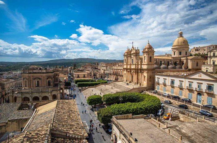 Pasear por la ciudad de Noto, Sicilia