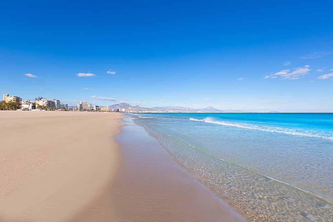 Disfrutar de las playas de Alicante: San Juan y Postiguet