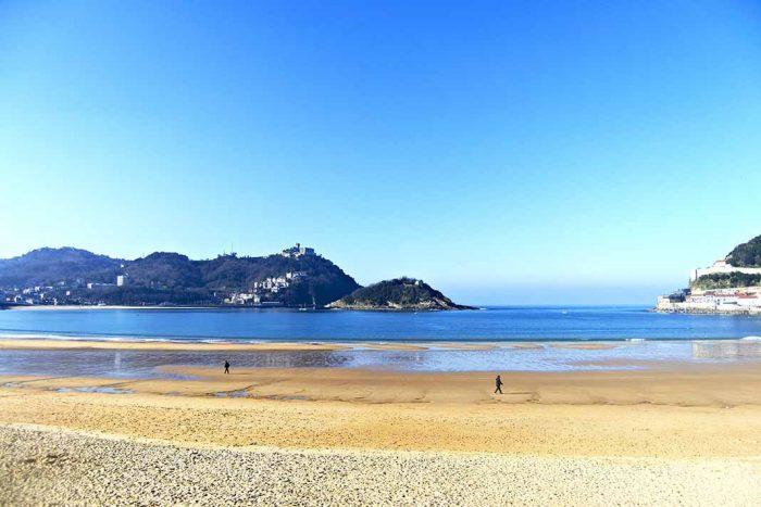 Nadar en la playa de la Concha de San Sebastián