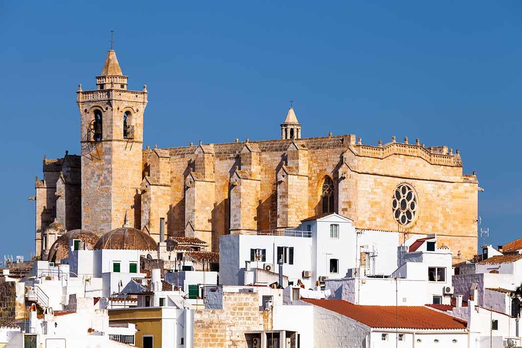 Dedica una visita a la Catedral Santa Maria de Ciutadella en Menorca