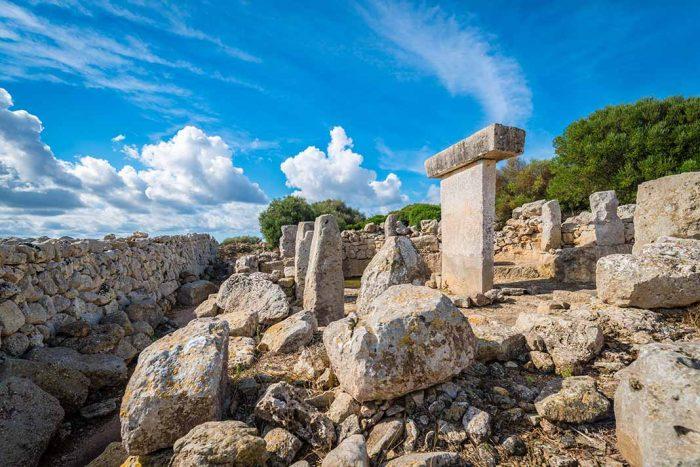 Conocer el poblado prehistorico Torralba d'en Salord en Menorca