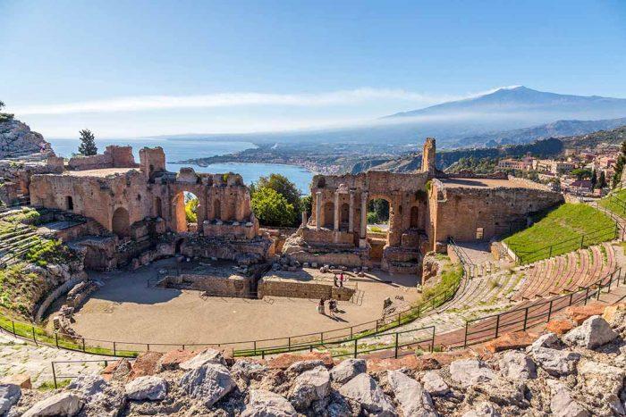 Visitar el teatro griego de Taormina. Sicilia