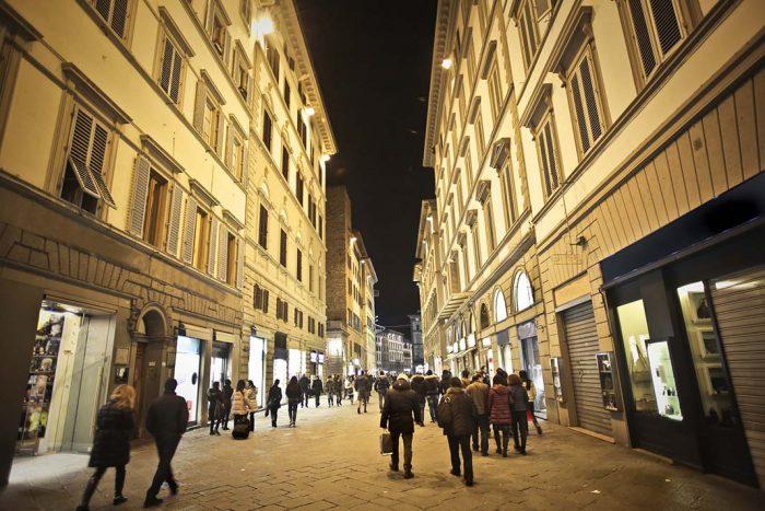 Alojarse por la zona de la Via de Tornabuoni en Florencia