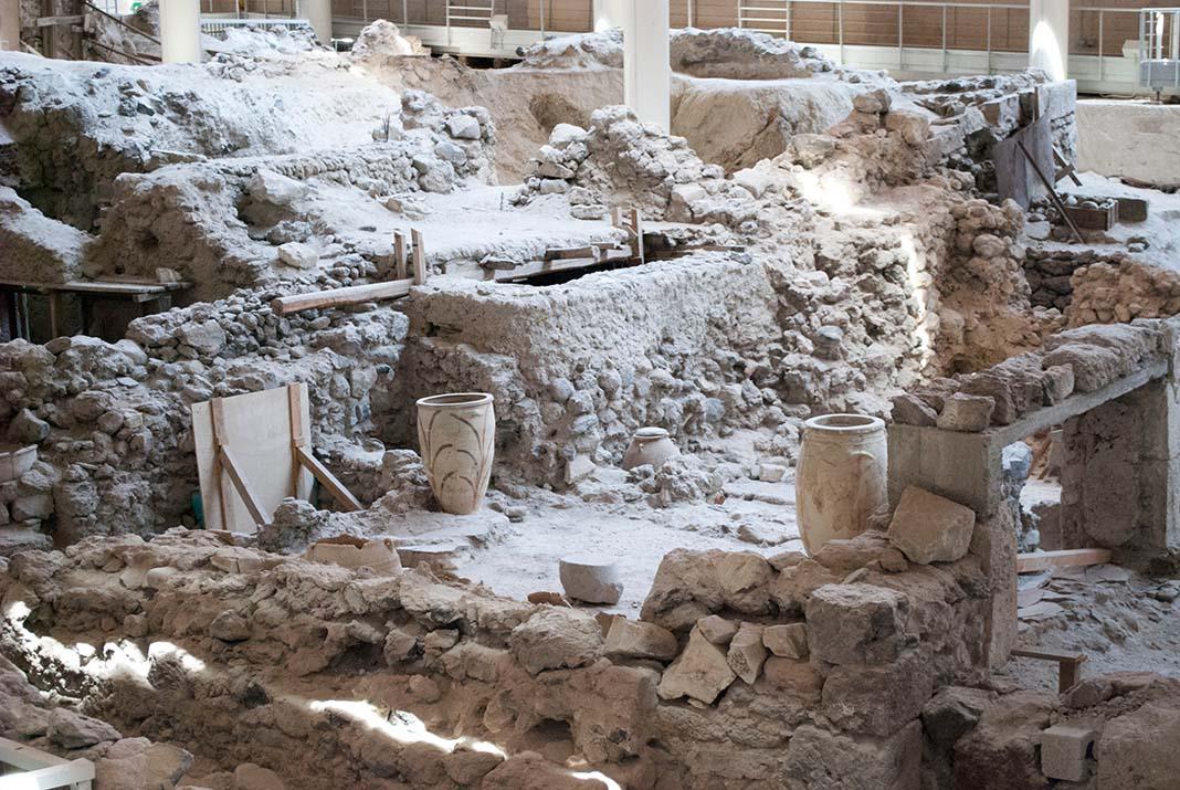 Visita las ruinas de Akrotiri