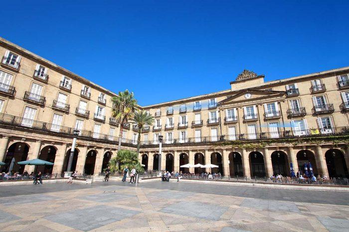 Disfrutar en Bilbao la Plaza Nueva