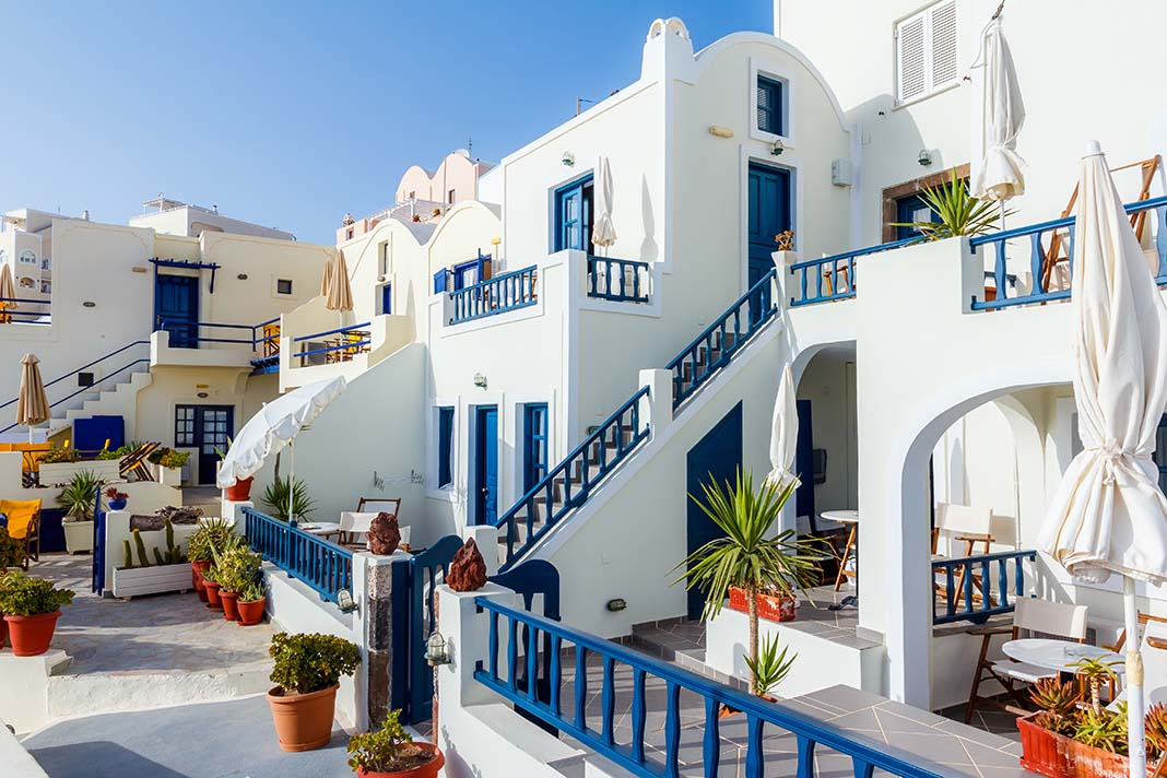 Descubre los encantos de Fira, la capital de Santorini