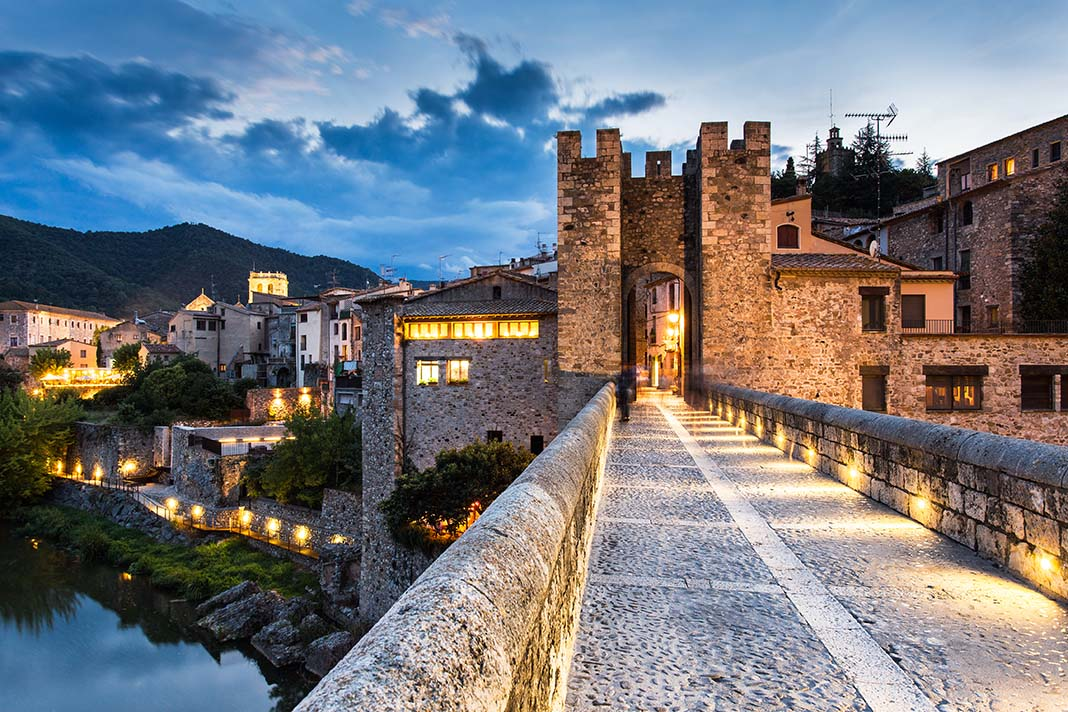Alojarse en Besalú: uno de los pueblos más bonitos en la Costa Brava