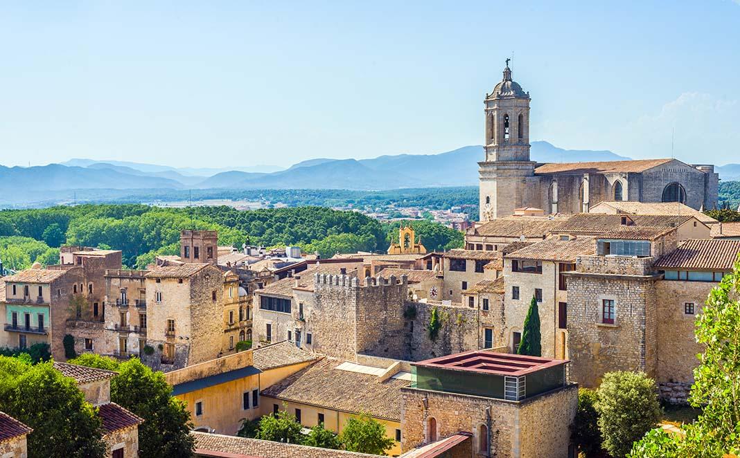 Alojarse en Girona, la segunda ciudad más grande de Cataluña.