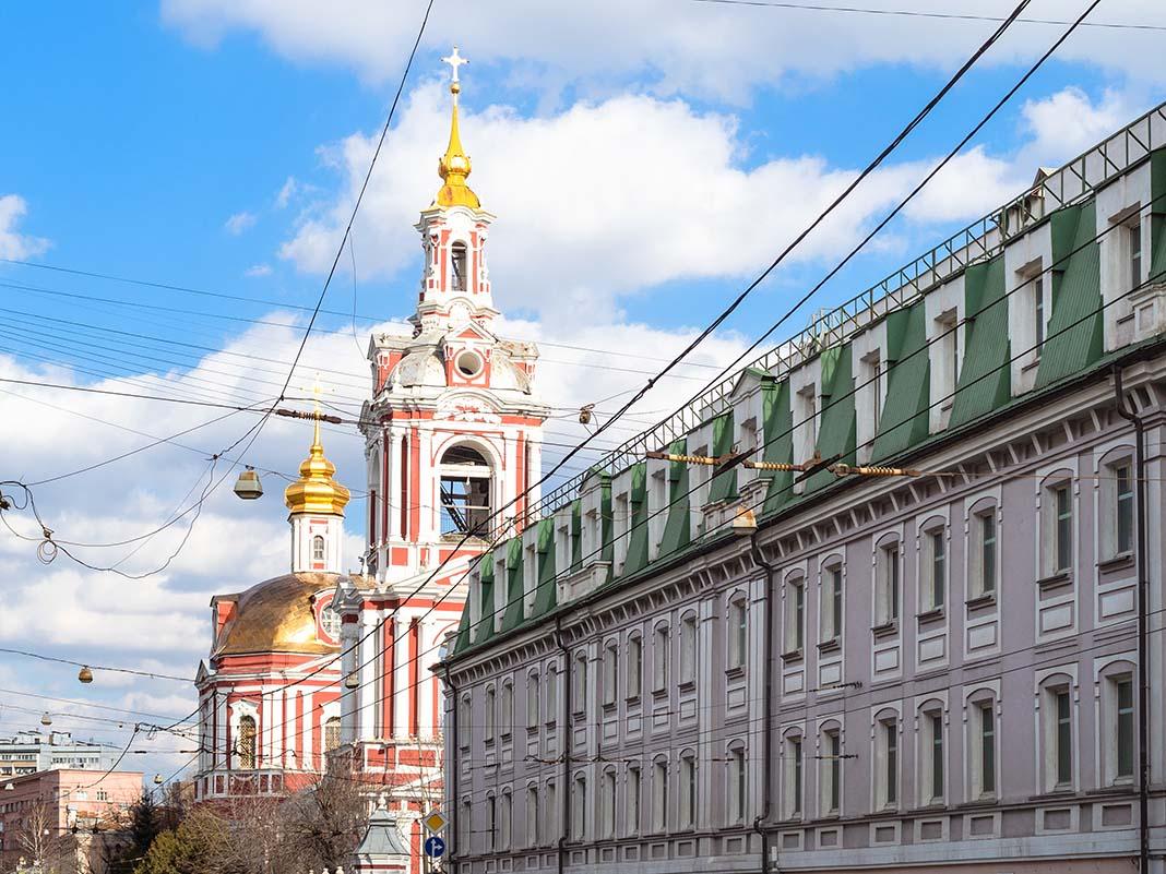 Hospedarse en Basmanny: alojamiento barato en el barrio cultural de Moscú
