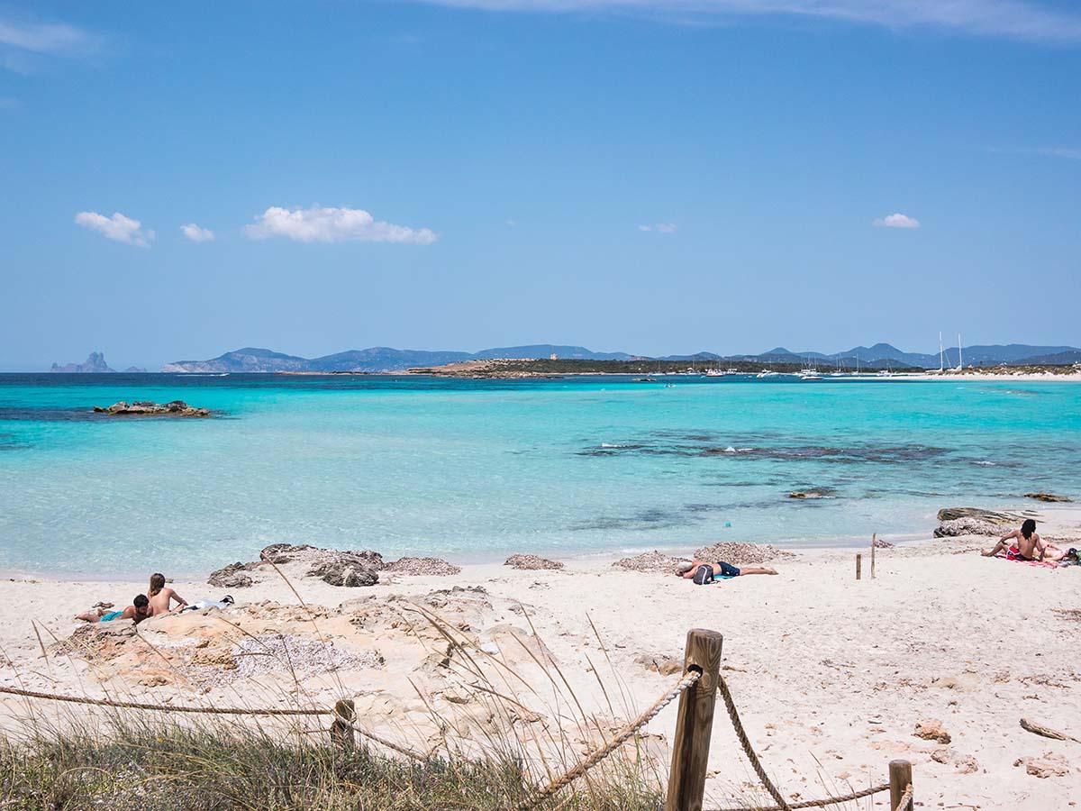 Visita la playa de Ses Illetes o la playa de Migjorn para ver en Formentera