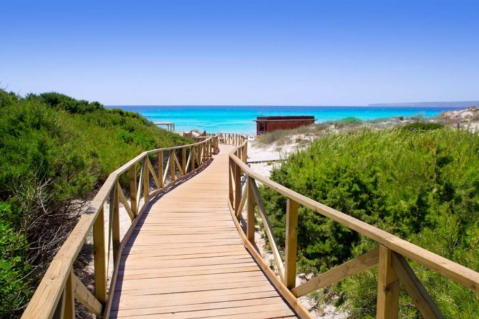 Conoce en Formentera la Playa d'els Arenals