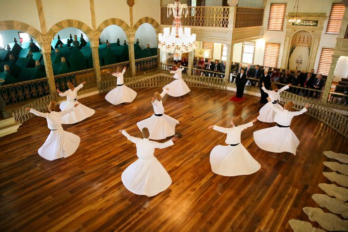 Ver en Estambul el espectáculo de los derviches danzantes