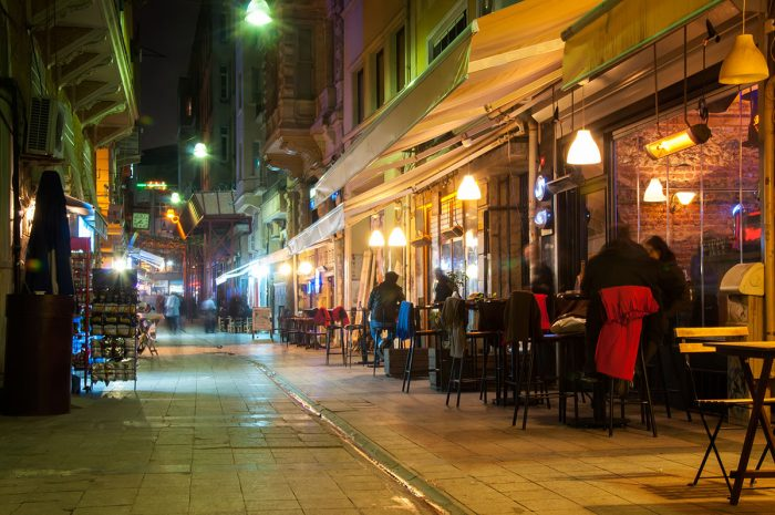 Vivir la animada noche de Estambul