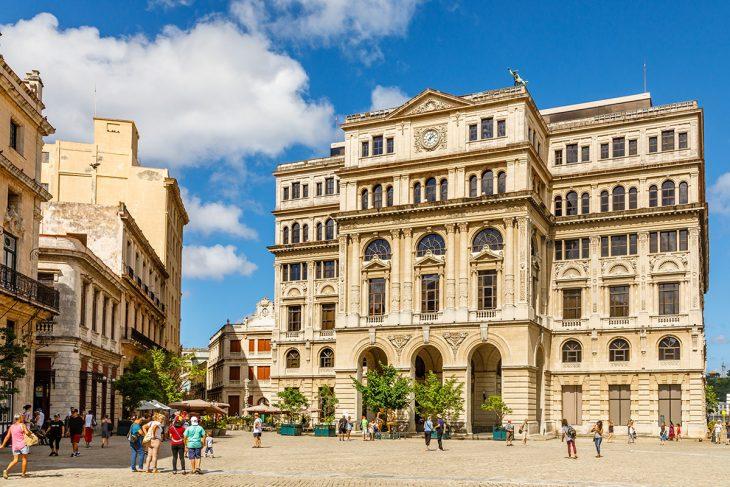 Conoce La Plaza Vieja de La Habana