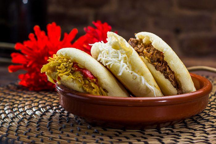 Comer en Medellín las deliciosas arepas colombianas