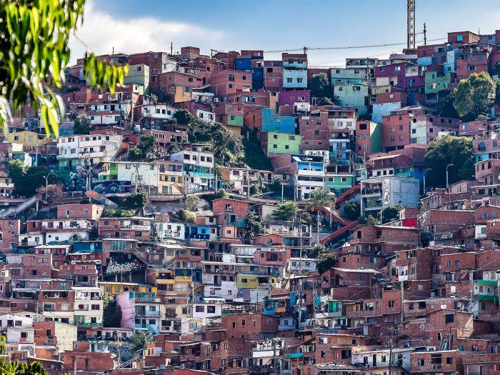 Disfruta en Medellín la vida en el barrio: visita la Comuna San Javier o la Comuna 13