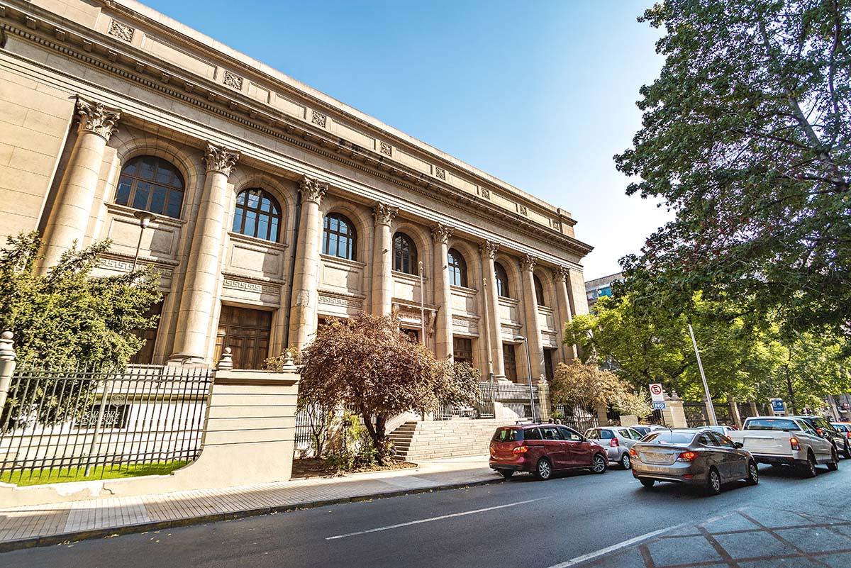 El barrio de bellas artes entre los más bonitos para dormir en Santiago de Chile