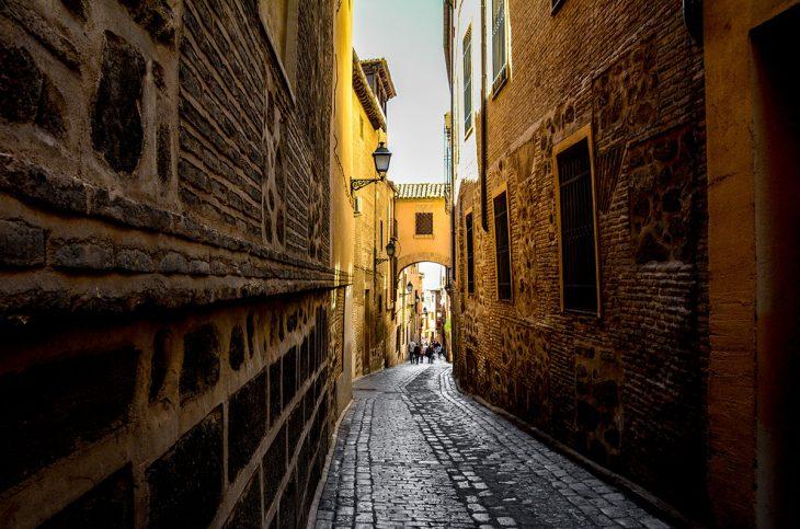 Qué visitar en Toledo: Pasea por las calles estrechas del barrio judío