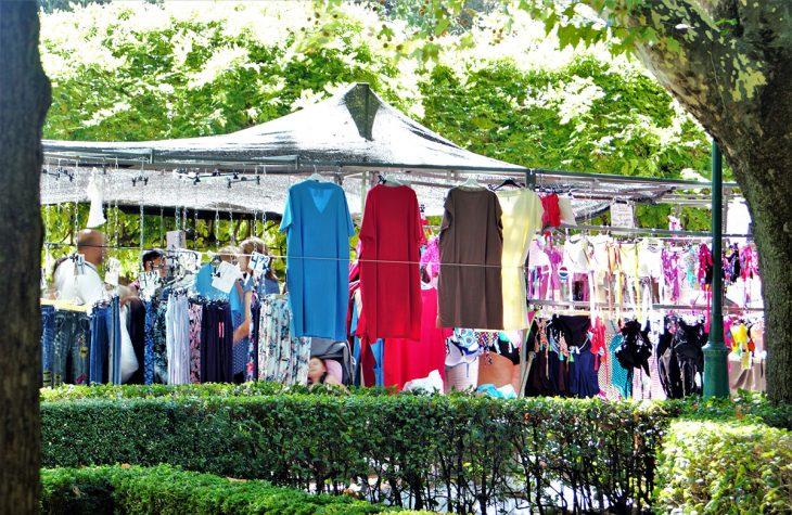 Qué hacer en Toledo:Vagabundear entre los puestos del mercado del martes en el Parque de la Vega